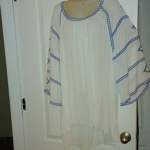 NWT Cupio White top w/ embroidered detailing 3X
